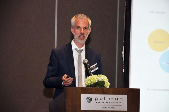 Mr. Jentsch of OBERMEYER at the Energy Solutions For Buildings Forum Jakarta